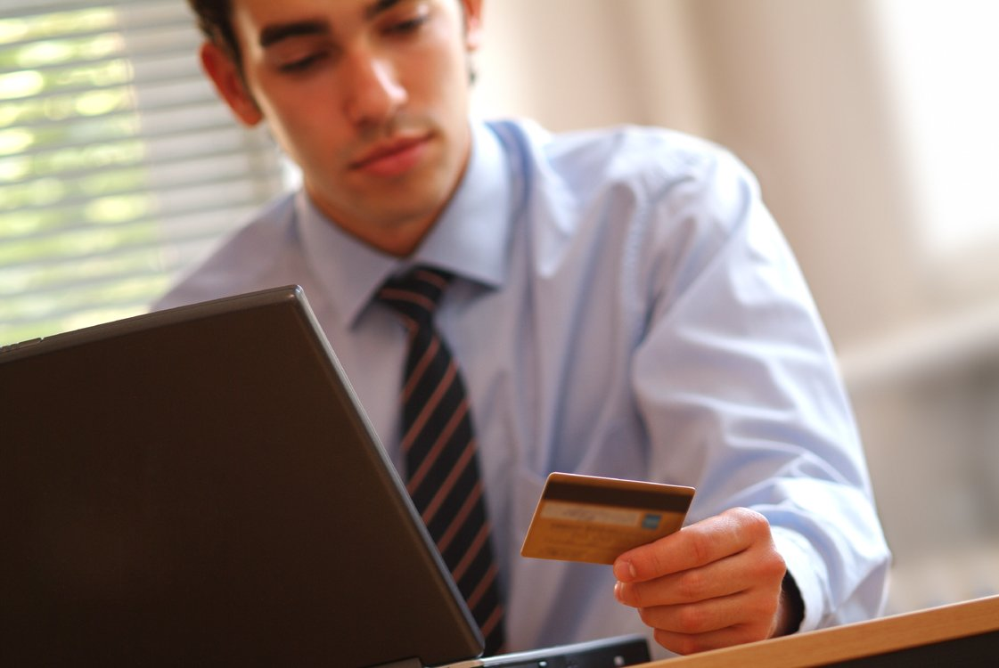 Tis the Season to Shop On-Line.  But are you relying on a Fake Review?